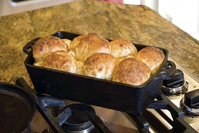 Litoželezna posoda Camp Chef za peko kruha